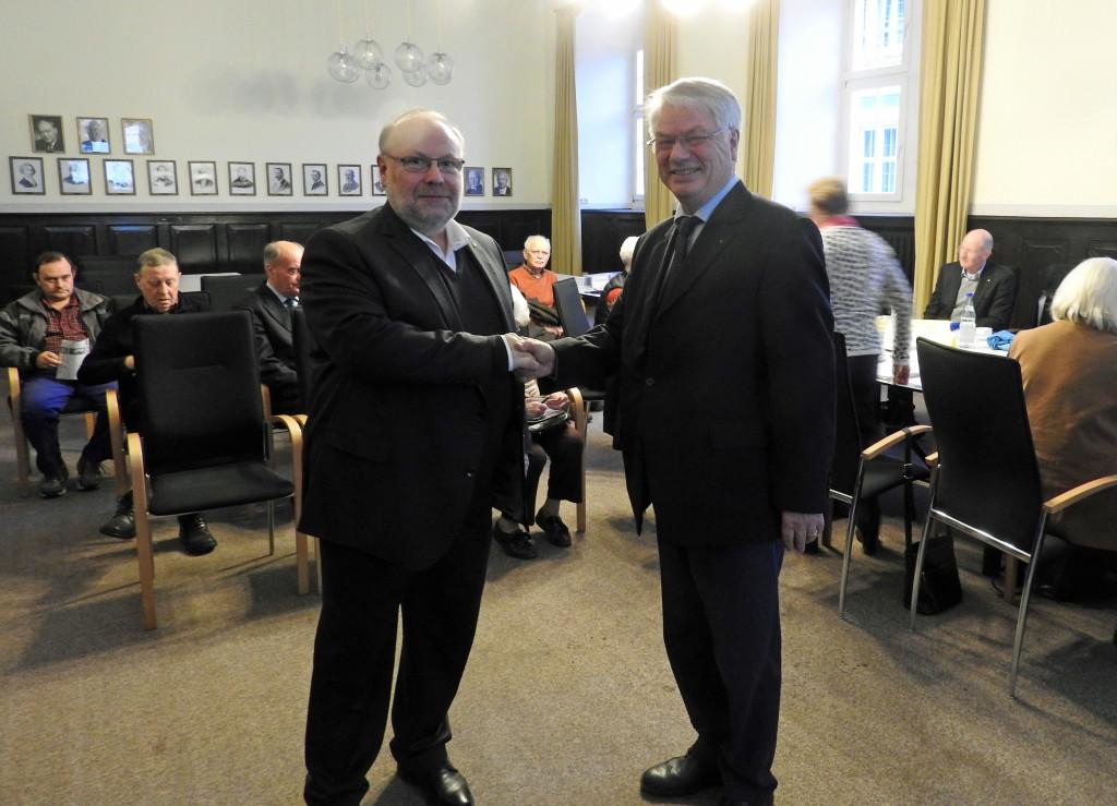Der Bürgerbeauftragte von Rheinland Pfalz Dieter Burgard (li.) wird vom Seniorenbeiratsvorsitzenden Prof. Dr. Heinz-Günther Borck begrüßt