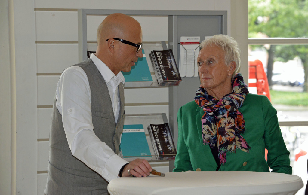 Der Arbeitskreis mit Sprecherin Monika Artz im Gespräch mit Markus Scherer.